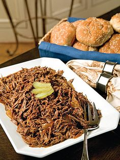 Slow Cooker BBQ Beef Brisket--this one uses Dr. Pepper but i& heard of some that use root beer, too! Meat Recipes, Slow Cooker Recipes, Crockpot Recipes, Cooking Recipes, Dinner Recipes, Bbq Beef Sandwiches, Bbq Sandwich, Slow Cooker Bbq Beef, Crock Pot Cooking