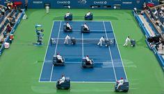 Fregadoras Tennant 7100 en el US Open de tenis, después de la lluvia, secando la pista para reanudar el partido