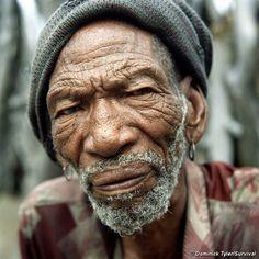Bushman, Molathwe Mokalake in the New Xade, Botswana. © Dominick Tyler/Survival