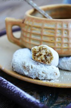 cornulete fragede cu nuca Sweet Cakes, Sweets Recipes, Sweet Desserts, International Recipes, Cooking Time, Holiday Recipes, Deserts, Food And Drink, Homemade