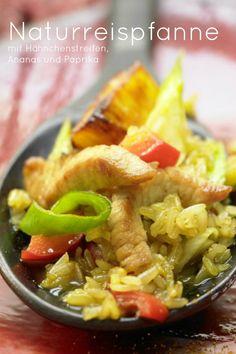 Blitzschnell zubereitet: Naturreispfanne - mit Hähnchenstreifen, Ananas und Paprika | Kalorien: 420 Kcal - Zeit: 25 Min. | http://eatsmarter.de/rezepte/naturreispfanne