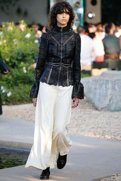 Louis Vuitton: 2016 Resort Koleksiyonu - Kaliforniya Palm Springs'deki ünlü moda evinin 2016 Louis Vuitton CRUISE koleksiyonu...