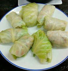 ROLLITOS DE COL RELLENOS DE CARNE EN SALSA CON SETAS CBF@ Cabbage Rolls, Canapes, Fresh Rolls, Cooking Recipes, Yummy Food, Dishes, Meat, Vegetables, Ethnic Recipes