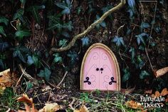 Fairy Door 'Emma' in Pink - Pink Fairy door - Gnome door - Miniature door - Fairy garden - Fairytale door - Fairy door for tree Fairy Dust, Fairy Tales, Fairy Doors On Trees, Gnome Door, Iris, Tooth Fairy, Gnomes, Stuff To Do, Miniatures