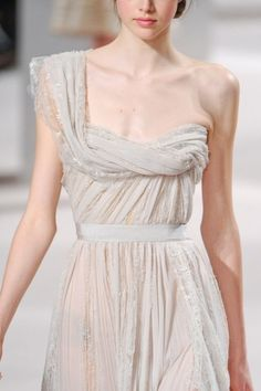 Elie Saab at Couture Spring 2011 - StyleBistro Couture Fashion, Runway Fashion, Pretty Dresses, Beautiful Dresses, Alexander Mcqueen, Organza, Elie Saab Couture, Chiffon, Dior