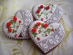 Gorgeous, for cookies, cakes, or cupcakes. Lace Cookies, Cupcake Cookies, Sugar Cookies, Cupcakes, Cookies Decorados, Galletas Cookies, Heart Shaped Cookies, Heart Cookies, Cookie Icing