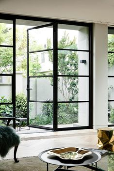 Responding to the clients' changed lifestyle, South Yarra Townhouse sees Inarc. - Responding to the clients' changed lifestyle, South Yarra Townhouse sees Inarc Architects breathe - Patio Interior, Interior And Exterior, Interior Modern, Interior Ideas, Architecture Details, Interior Architecture, Computer Architecture, Neoclassical Architecture, Indian Architecture