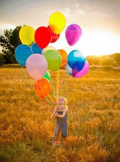 Criança com balões - Child with balloons