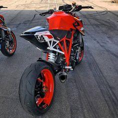 """Mi piace"": 13.5 mila, commenti: 9 - Motorcycles Daily (@bikekingz) su Instagram: ""Beastly 1290! @gavinperrywbffpro #ktm #1290 #Superduke #BikeKingz"""