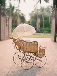 Vintage Baby Carriage. so precious.