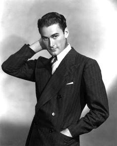 Errol Flynn - Photo by George Hurrell (1935)