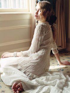 × Such a pretty vintage dress, so romantic! / #style #vintage #pretty http://pinterest.com/treypeezy http://twitter.com/TreyPeezy http://instagram.com/treypeezydot http://OceanviewBLVD.com
