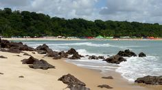 Pipa, Tibaú do Sul, RN Pipa, em Tibaú do Sul, município no litoral ao sul de Natal, capital do Rio Grande do Norte é um paraíso descoberto por surfistas. A região, com suas belas praias, como Made…