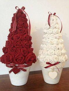 Xmas Tree made of roses Pink Christmas Decorations, Diy Christmas Tree, Christmas Projects, Handmade Christmas, Christmas Holidays, Christmas Ornaments, Xmas Trees, Hanging Decorations, Diy Hanging