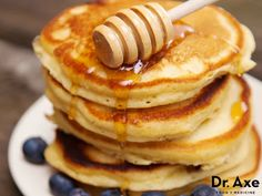 This flourless pancakes recipe is not only delicious, but is also so easy to make. It requires very few ingredients and is so fast. Flourless P. Gluten Free Breakfasts, Gluten Free Recipes, Low Carb Recipes, Whole Food Recipes, Cooking Recipes, Healthy Breakfasts, Breakfast And Brunch, Breakfast Recipes, Pancake Recipes