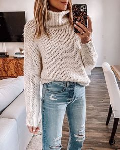 Pullover Mode, Pullover Outfit, Cool Sweaters, Winter Sweaters, Chunky Sweaters, Chunky Sweater Outfit, Striped Sweaters, Dressy Sweaters, Vintage Sweaters