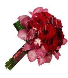 Buchet de mireasa trandafiri grena orhidee grena Ranunculus, Wedding Bouquets, Christmas Wreaths, Holiday Decor, Plants, Stuff Stuff, Wedding Brooch Bouquets, Persian Buttercup, Bridal Bouquets