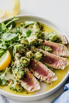 Seared Tuna with Avocado Salsa Verde - Easy Recipes & Dessert Tuna Recipes, Seafood Recipes, Healthy Recipes, Steak Recipes, Salmon Recipes, Salsa Verde, Tapas, High Calorie Diet, Seared Tuna