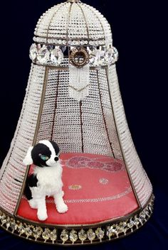 This Hello Kitty Crystal Dog House is one of the most expensive pet accessories in the world . crystals are encrusted on this dog house. Also, the item has a pillow with Hello Kitty's face Cool Pets, Cute Dogs, Hello Kitty Items, Pet Furniture, Pet Beds, Doggie Beds, Dog Houses, Pet Gifts, Dog Accessories