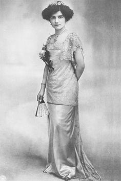 Princesse Hélène de Serbie (1884-1962) fille de Pierre 1er de Serbie et de Zorka de Monténégro. Epouse du prince Ioann Constantinovitch.