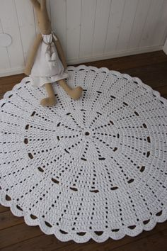 Virkattu 140cm matto (ontelokude valkoinen)