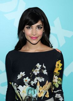 New Girl Hair News: Zooey Deschanel and Hannah Simone Seem to Be Changing Up Their Bangs Hannah Simone, Cece New Girl, Celebrity Hairstyles, Girl Hairstyles, Ethereal Makeup, Schoolgirl Style, The Beauty Department, Zooey Deschanel, Hair Looks