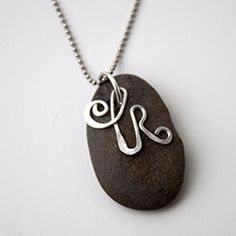 Souvenir Pebble Initial Necklace - with a Petoskey stone would look SO cool! Wire Wrapped Jewelry, Wire Jewelry, Jewelry Crafts, Jewelry Art, Handmade Jewelry, Jewelry Design, Jewelry Ideas, Jewlery, Diy Jewellery