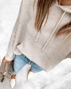 Cashmere Hoodie, Cashmere Sweaters, Utility Jacket Outfit, Womens Ripped Jeans, Skinny Jeans, White Sweater Outfit, Beige Sweater, Jeans Outfit For Work, Fashion Jackson