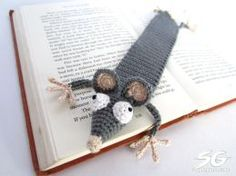 Squashed rat bookmark (crochet). Pattern in German