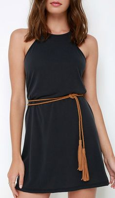 Don't like this specific belt, but I love this dress and that it's casual enough for everyday life. Would need to be a good bit longer for me!
