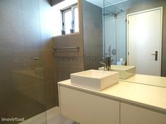 Moradia T4, como nova, Moreira da Maia - Aeroporto | Imovirtual Bathroom, Bathtub