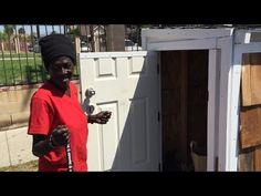 Homem constrói casa minúscula para moradora de rua que dormia no chão - Awebic