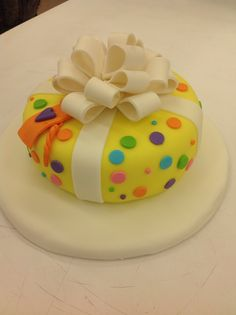 Odile Pérez made this beautiful Fondant cake in Course 3 - Gum Paste and Fondant. Call Mona at for more information on classes. Cake Decorating Classes, Gum Paste Flowers, Fondant, Cake Recipes, Pasta, Cakes, Type, Desserts, Beautiful