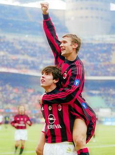 Andrei Shevchenko & Kaka - I will never forget those two incredible legends. When AC Milan ruled the Word. Milan Football, Football Icon, Football Is Life, Retro Football, World Football, Sport Football, Soccer Pro, Football Photos, Football Match