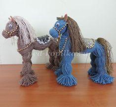 Make a cuddly toy or a woolen horse without knitting - Marie Faire un doudou ou un cheval en laine sans tricoter – marie paule – Animal de soutien émotionnel Make a cuddly toy or a woolen horse without knitting – marie paule Yarn Animals, Pom Pom Animals, Yarn Dolls, Crochet Dolls, Crochet Braids, Pom Pom Crafts, Yarn Crafts, Kids Crafts, Kids Diy