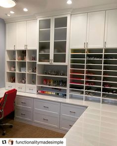 ✂️🖌📌👩🎨 ・・・ Craft Room of my dreams! Craft Storage Solutions, Craft Room Storage, Room Organization, Craft Rooms, Craft Room Design, California Closets, Sewing Rooms, Space Crafts, Home Office Design
