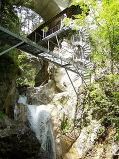 Spiral staircase to the Devil's Bridge at Tscheppa Ravine near Ferlach, Carinthia, Austria - photo by Griensteidl, via Wikipedia Carinthia, Road Trip Europe, Pedestrian Bridge, Spiral Staircase, Holiday Travel, Cool Places To Visit, Adventure Travel, The Good Place, Waterfall