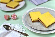 Recept na svěží citronové řezy, které mají říz a chutnají skvěle, nejlépe vychlazené. Do citronové náplně se dává celý citron i s kůrou, proto ta chuť! Cantaloupe, Fruit, Cake, Tableware, Desserts, Food, Lemon, Tailgate Desserts, Dinnerware