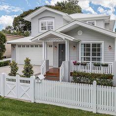 54 Super Ideas For Exterior House Trim Window Casing Hamptons Style Homes, Hamptons House, Hamptons Decor, Casas California, House Trim, Exterior Paint Colors For House, Grey Exterior Houses, Exterior Doors, Grey Houses