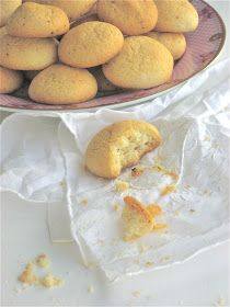 Plain cookies from an old Finnish cookbook- and oh so good Sweet Desserts, No Bake Desserts, Sweet Recipes, Biscuit Cookies, No Bake Cookies, Baking Cookies, Food N, Food And Drink, Plain Cookies