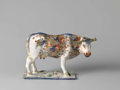 Delft, left cow of a ... pair of two polychrome doré cows, unknown maker, ca. 1720 - ca. 1730 Rijksmuseum Amsterdam