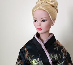 Mei Li | Prototype Mei Li with blonde hair, wearing Prototype kimono from the 'Memoirs of a Geisha' collection | Tonner Doll