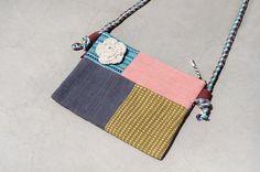 剛剛逛 Pinkoi,看到這個推薦給你:限量一件 天然手織布拼接斜背包 / 背包 / 肩背包 / 小包 / 旅行包 - 蒙德里安淡粉色拼布設計 - https://www.pinkoi.com/product/bXZ4uWX5