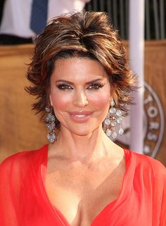 short flip hairstyles | Lisa Rinna's Awesome and Fabulous Flip Out Bob Cut