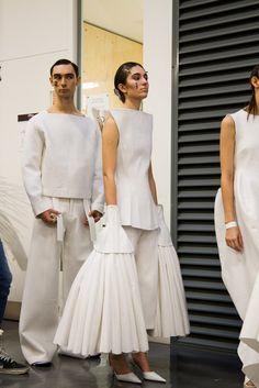 1 granar csm - central saint martins - the white show 2015 Fashion Details, Look Fashion, Fashion Art, Runway Fashion, Fashion Show, Fashion Outfits, Womens Fashion, Fashion Design, Fashion Trends