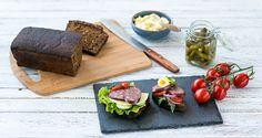 Tootepildistamine ja toidustilistika. Toidufoto: Karni täissuitsuvorstid. Dairy, Cheese, Food, Meals, Yemek, Eten