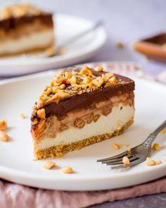 Snickers Ice Cream Cake - Der leckere K - How Sweet - Kuchen Snickers Ice Cream Cake, Snickers Cake, Snickers Cheesecake, Sweet 15, Fresco, Cake Recipes, Dessert Recipes, Dessert Ideas, Vegan Desserts