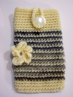 Cover Iphone crocheted with flower  Copri Iphone di PyrosePatch