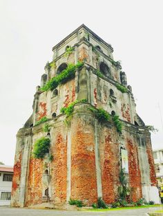 #Laoag Sinking Bell Tower |#pointandshootwanderlust Philippines Travel Guide, Philippines Culture, Filipino Architecture, Church Architecture, Ilocos, Tourist Spots, Filipina, Planet Earth, Where To Go