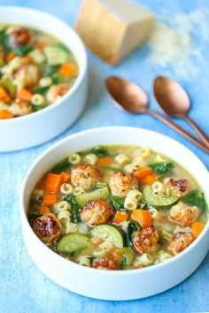 4 Points About Vintage And Standard Elizabethan Cooking Recipes! Summer Minestrone With Turkey Meatballs - A Hearty Soup With All Of Your Favorite Vegetables It's Fresh, It's Warm And It's So Cozy Even In The Summertime Cooking Recipes, Healthy Recipes, Healthy Soup, Healthy Chicken, Comfort Food, Turkey Meatballs, Turkey Meatball Soup, Turkey Soup, Sausage Soup